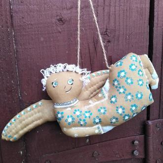Летящий ангел в стиле чердачных игрушек