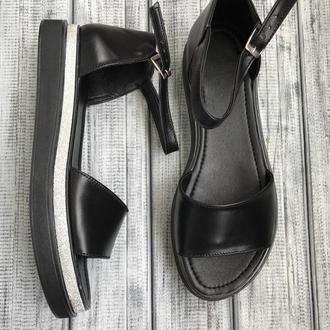 Чёрные кожаные босоножки