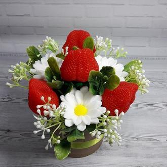 """Букет цветов из мыла """"Ромашки с клубничкой"""""""