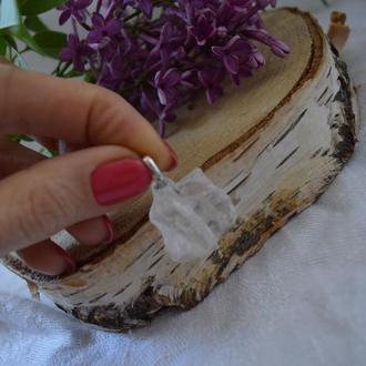 Кулон из необработанного камня ′Горный хрусталь′′на серебре