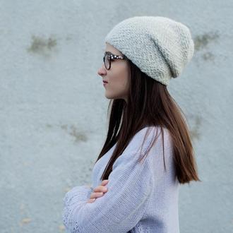 Женская шапка молочного цвета с люрексом