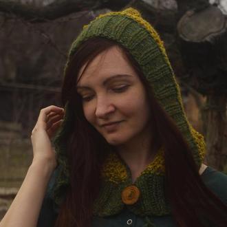 """Вязаный капор-капюшон с деревянной пуговицей """"Лесное Солнце"""""""