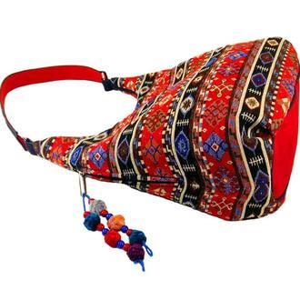 Красная сумка из гобелена
