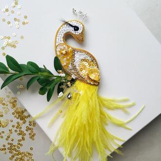 Птичка яркая желтая