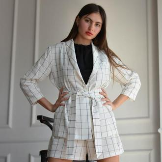 Костюм: пиджак и шорты с накладными карманами