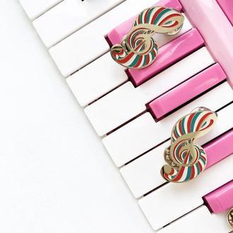 Значок Скрипичный ключ. Брошь Музыка.