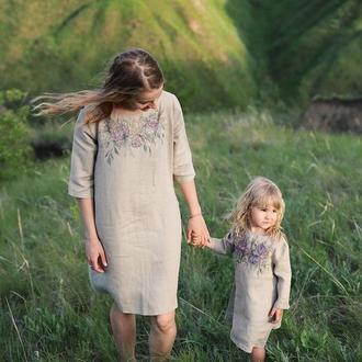Комплект льняных платьев для мамы и дочки с росписью Family look