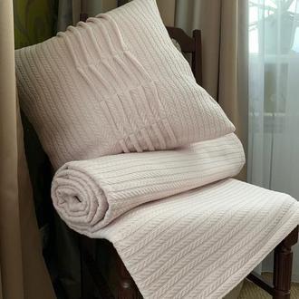 Плед-покрывало и декоративные подушки