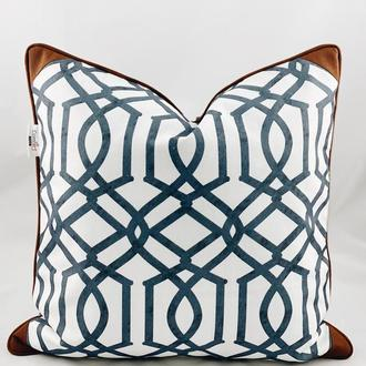 Диванная подушка с геометрическими рисунками. Подушка на замке.