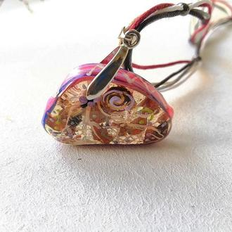 Кулон с цветами и камнями
