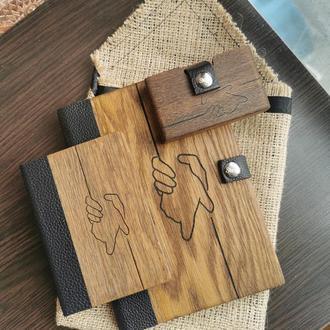 """Подарочный набор из дуба и кожи  """"рука в руке"""""""