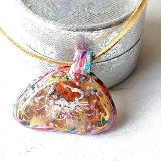 Кулон-оберег с цветами и камнями