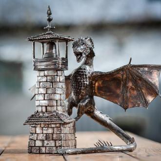 дракон на башне из нержавеющей стали
