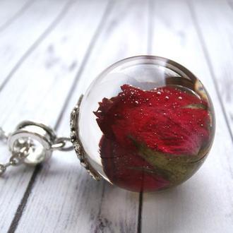 Кулон с красной розой
