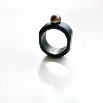 Перстень з великою перлиною - кольцо из дерева с натуральным жемчугом - светлым - темным