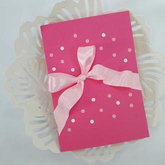 Открытка  с бантиком и конфетти (розовая)