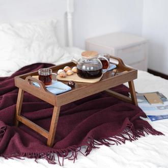 Поднос на ножках в цвете орех. Элегантный столик для завтраков.