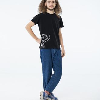 Базовая черная мужская футболка с принтом