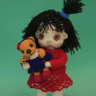 Кукла Вика с мишкой