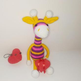 Вязаный Жираф с сердечком.