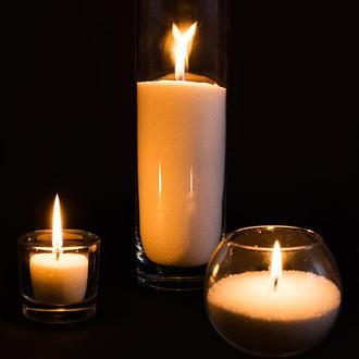 Композиция из насыпных свечей