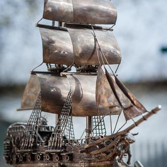 корабль из нержавеющей стали