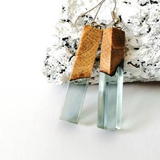 Голубые  нежные серьги из древесины дуба и ювелирной смолы - оригинальный подарок