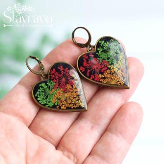 Серьги сердце с разноцветными цветами в смоле • Серьги сердечко с яркими цветами в смоле