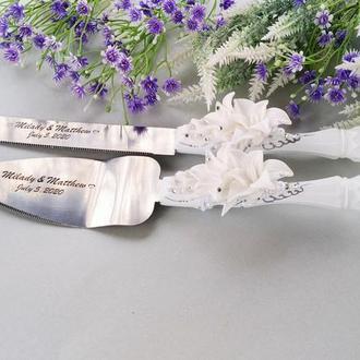 """Свадебный прибор для торта.Нож и лопатка """" Белые лилии с серебром"""""""