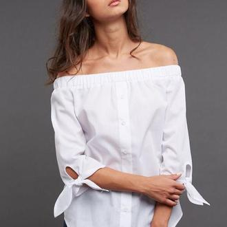 Белая рубашка с завязками на рукавах