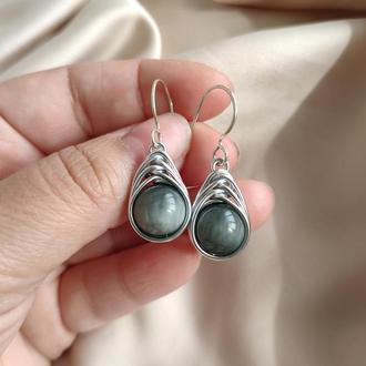 Серьги на серебряном крючке с натуральным серым кошачьим глазом, Серьги на крючке с серым камнем
