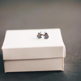 Серебрянные серьги-гвоздики Единорог с цирконием