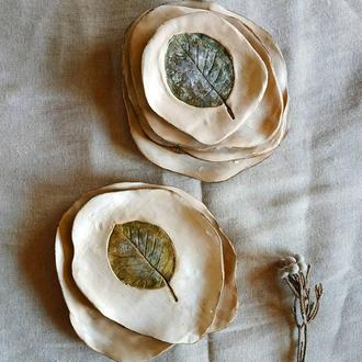 Тарелка. На выбор с разными листьями. 25-26см