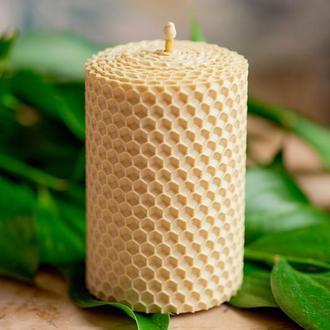 Экологическая гипоаллергенная натуральа свеча из вощины элегантного белого цвета для декора