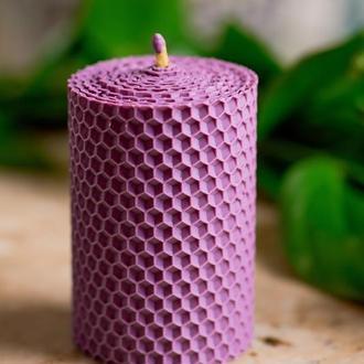 Натуральная свеча из вощины лавандового цвета гипоалергенная