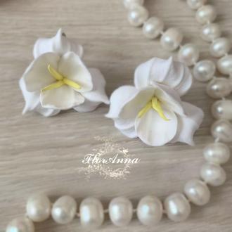 """Белые серьги с цветами """"Фрезии"""""""