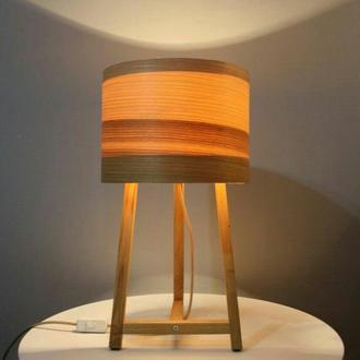 Настольный деревянный светильник
