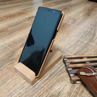 Лаконичная подставка под мобильный телефон и аксессуары