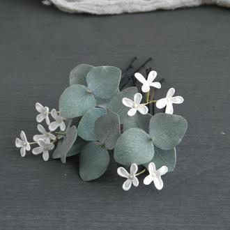 Шпильки с белыми маленькими цветами сирени и эвкалиптом / Шпильки для волосся з квітами для дівчини