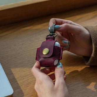 Кожаный чехол для Apple AirPods бордовый