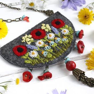 Большой кулон бохо с полевыми цветами Коралл ручная вышивка