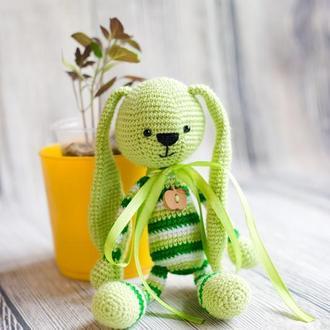 """Вязаная игрушка """"Зеленый Зайчик - длинные ушки"""""""