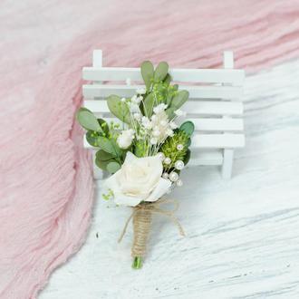 Бутоньерка с сухоцветов. Зелено-молочная