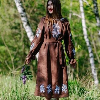 Плаття вишите коричневе з кониками D55