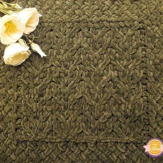 Плюшевый плед с обвязкой из плетёнки цвета хаки (омбре)