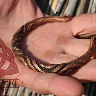 Кованый медный браслет