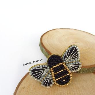 Брошка Пчела из бисера