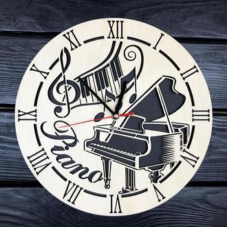 Декоративные деревянные часы на стену «Рояль»