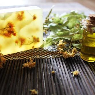 Мыло с оливковым и миндальным маслами и сухими цветами липы
