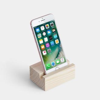 Деревянная подставка для телефона